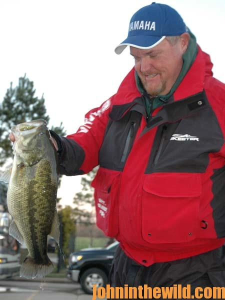 Mark Davis on the Wake Shad for Lake Fall and Winter Bass - 1