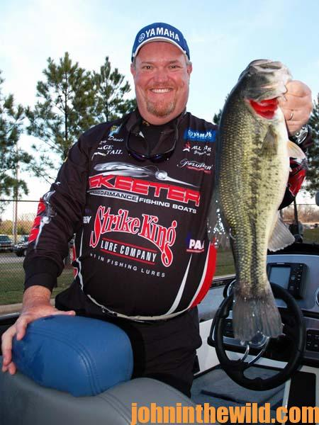 Mark Davis on the Wake Shad for Lake Fall and Winter Bass - 3