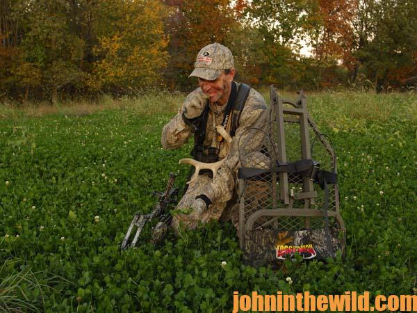 Bowhunting Deer in the Late-Season on Green Fields 1